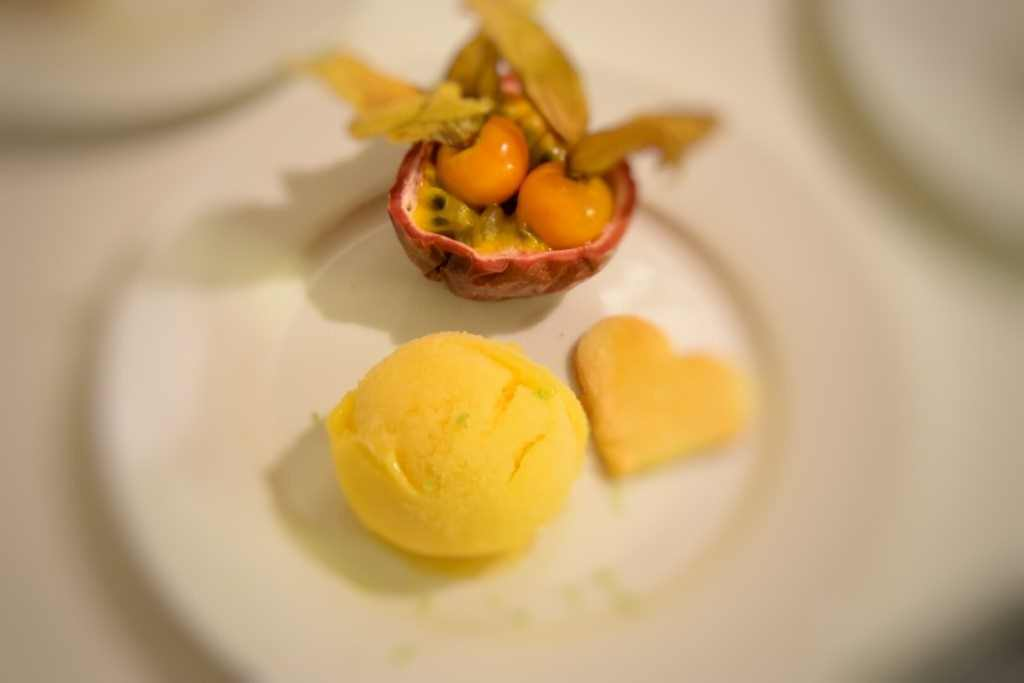 Sorbetto al Mango, Mela e Lime con Frutta Esotica