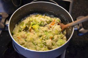 Risotto asparagi zucchine gamberi basilico e fiori di zucchina