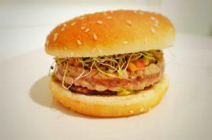 hamburger-di-tonno-avocado-chutney-di-mele_1.5