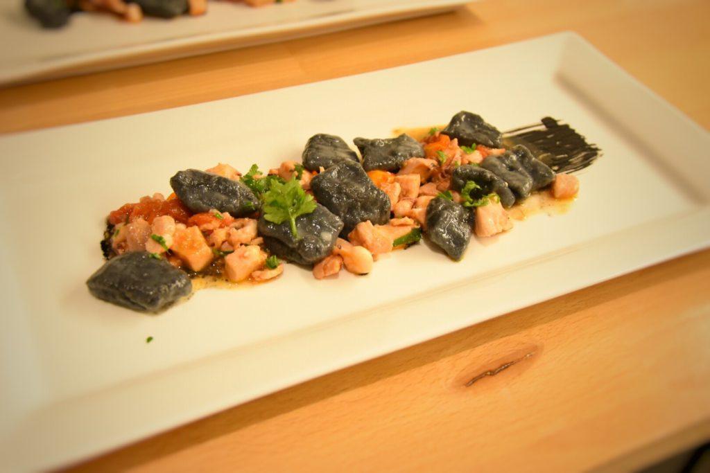 Gnocchi al nero di seppia con guazzetto di pesce spada, mahi mahi e calamari