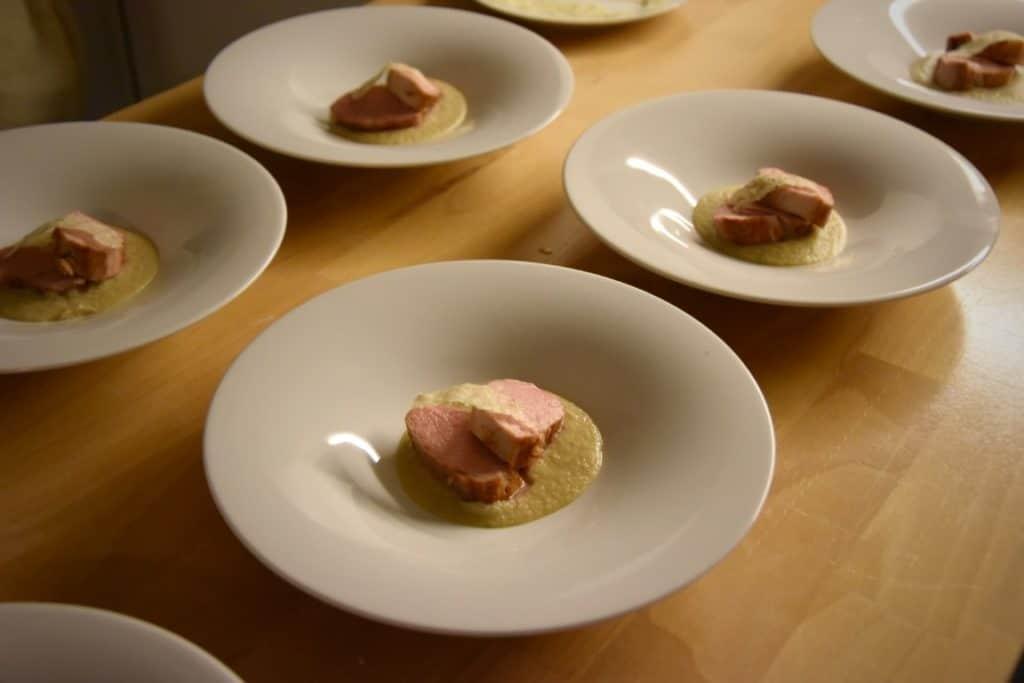filetto di maiale con crema di topinambur e cialde di pecorino al tartufo