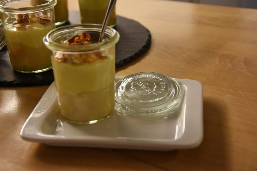 biccherini golosi di pere, savoiardi e crema pasticcera al lemon zest con mandorle caramellate