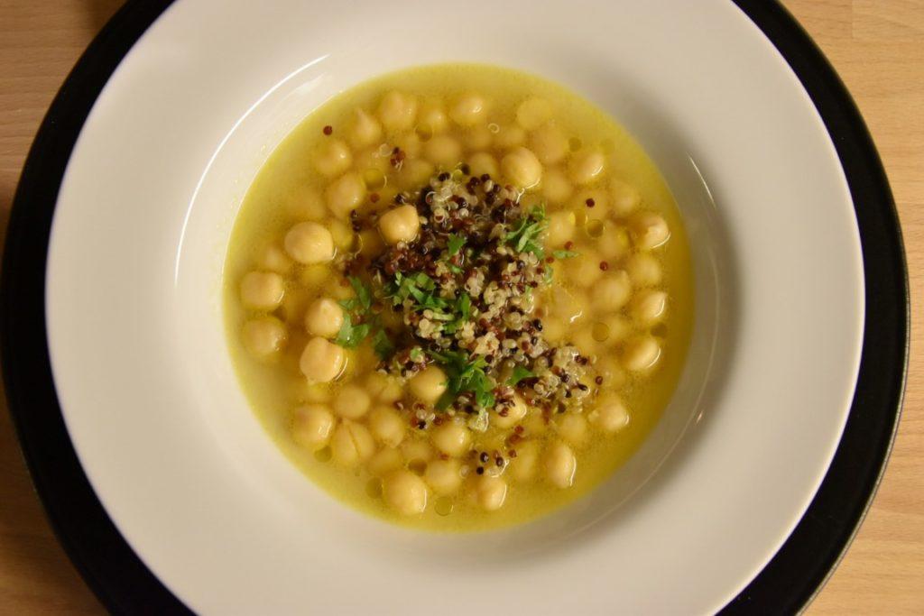 Zuppa di ceci al cumino e zenzero con quinoa e coriandolo