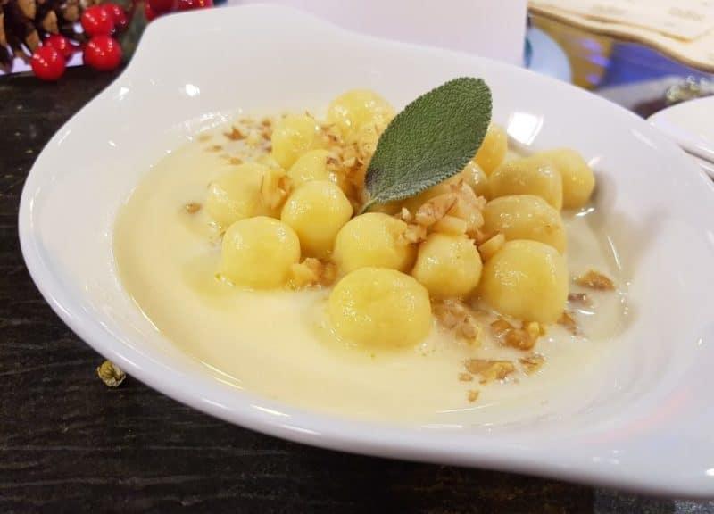 CucinaLi a Cuochi d'Artificio - Gnocchetti alla camomilla e crema di formaggio di castagno