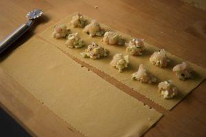 come fare i ravioli (ripieno di red snapper, feta, scorza di limone)