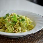 Orecchiette al pesto di zucchine e menta con pinoli tostati