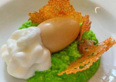 _chef_errante - crema di piselli, spuma di pecorino e cialda di rapa rossa