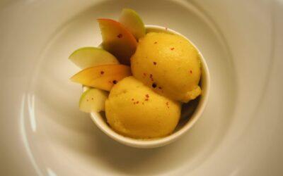 Sorbetto al mango, mela verde e pepe rosa