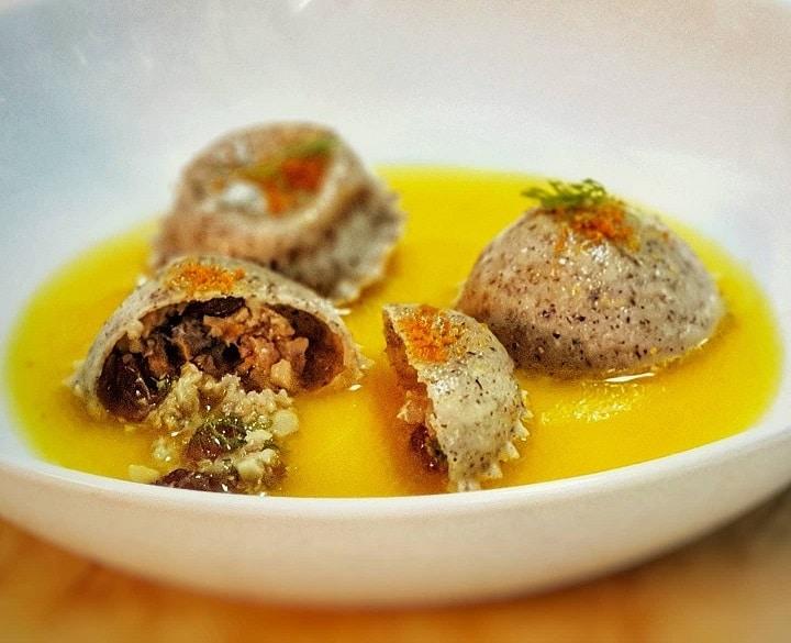 tortelli di grano saraceno, sardine, brodo di arancia