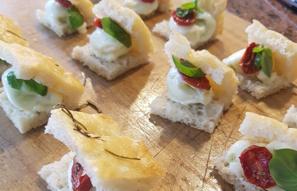 focaccina-gelato-allolio-doliva-pomodorini-confit-e-basilico
