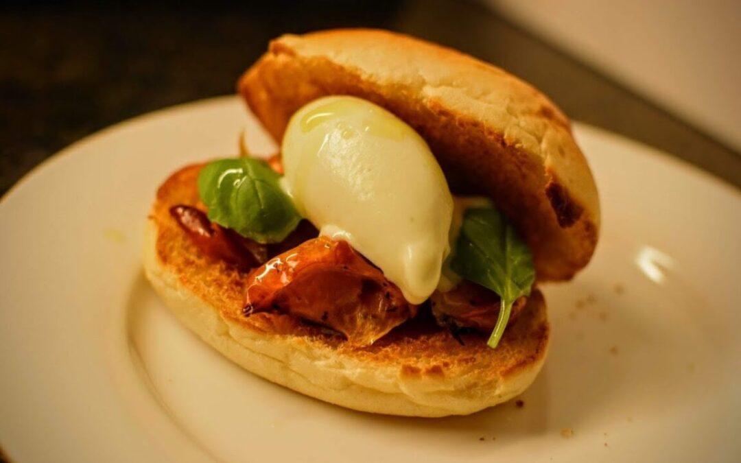 Sandwich con gelato all'olio d'oliva, pomodorino confit & basilico