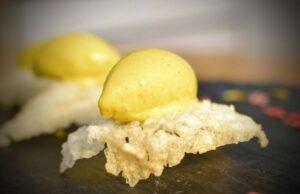 gelato gastronomico al curry e cialda di riso jasmin